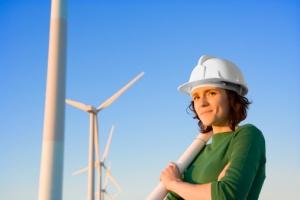Kvinnelig ingeniør med vindmølle