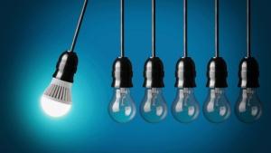 Kunnskap gir ideer. Ideer gir produktivitet. Illustrasjon av choness/iStock