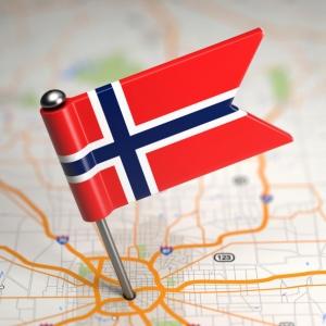 Norsk flagg plantet på kart