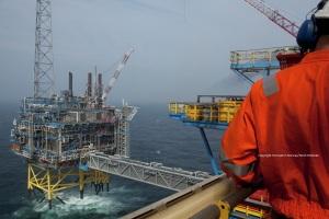 Oil-drilling-platform-082009-99-0269-1500